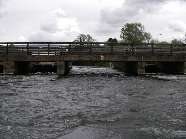 Hatches on the Avon at Ringwood