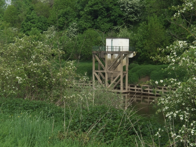 Flow measuring equipment on the River Severn