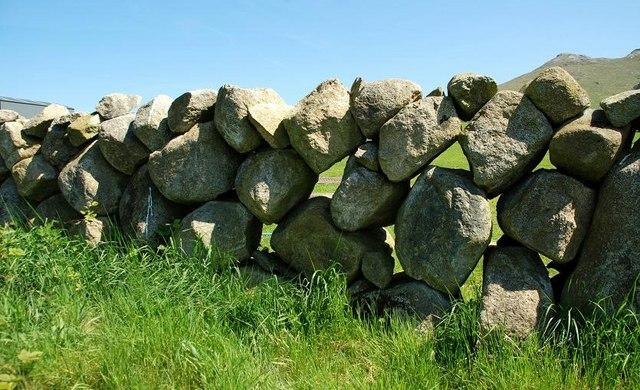 Drystone wall near Hilltown (2)