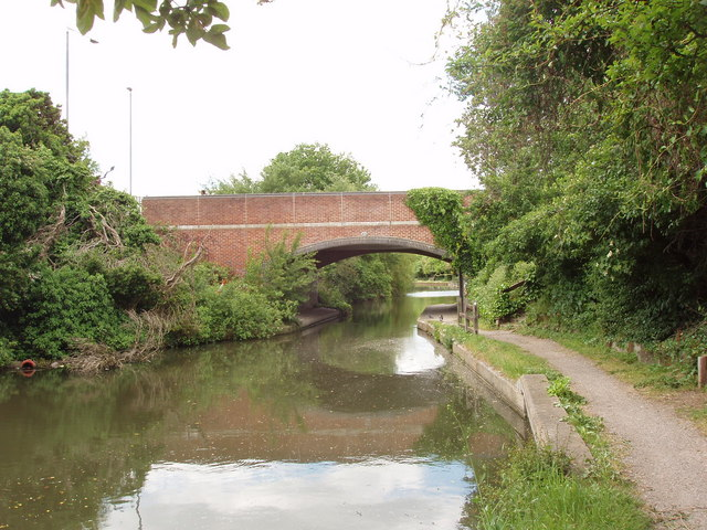 Grand Union Canal bridge 198 - Dawley Road