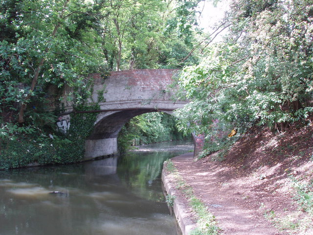 Grand Union Canal bridge 196 - Rigby Lane