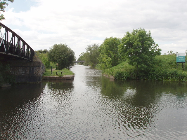 Bridge to Slough Arm, Grand Union Canal