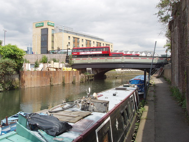Grand Union Canal bridge 209 - High Street Brentford