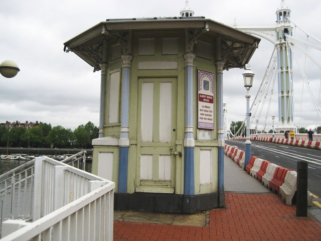 Battersea: Albert Bridge kiosk