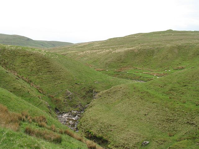 interlocking spurs An interlocking spur, also known as an overlapping spur, is one of any of a number of projecting ridges that extend alternately from the opposite sides of the wall of a young, v-shaped valley down which a river with a winding course flows.
