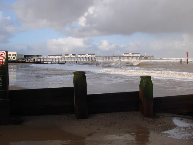 Southwold Pier over groynes