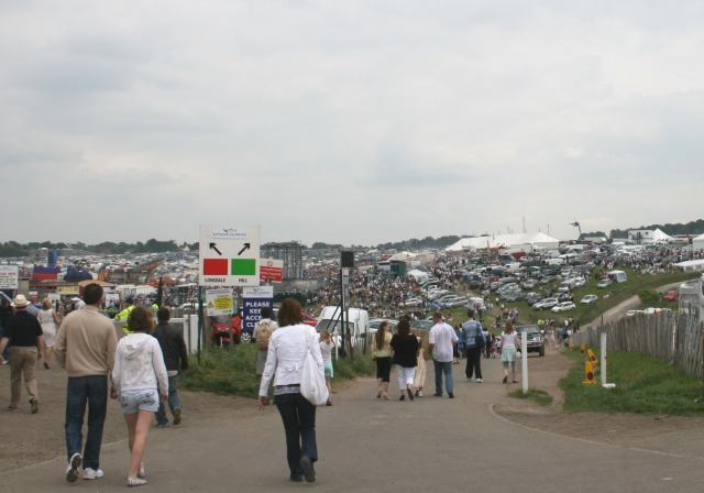 Derby Day: Walton Road from the Rubbing House