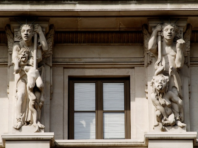 Statuary at 33 Grosvenor Place