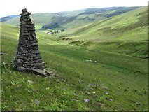 NT2722 : Cairn near Altrieve Burn by Chris Wimbush