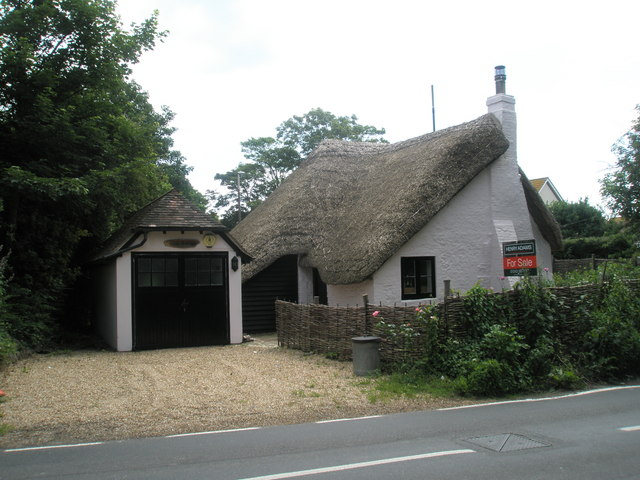 Thatched Cottage For Sale In The Centre Of Middleton On Sea