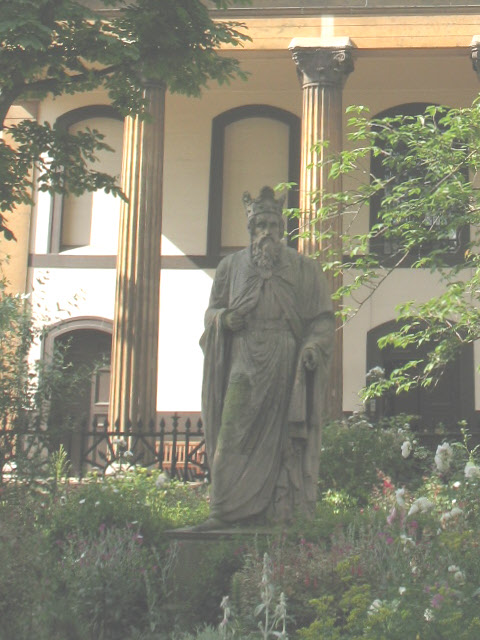 Statue of King Alfred, Trinity Church Square