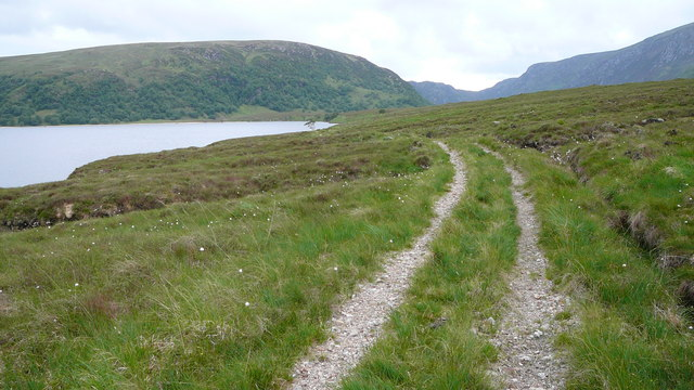 Path along the side of Loch Choire