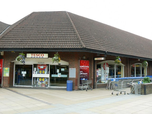 Tesco - Chineham Shopping Centre © Logomachy cc-by-sa/2.0 ...