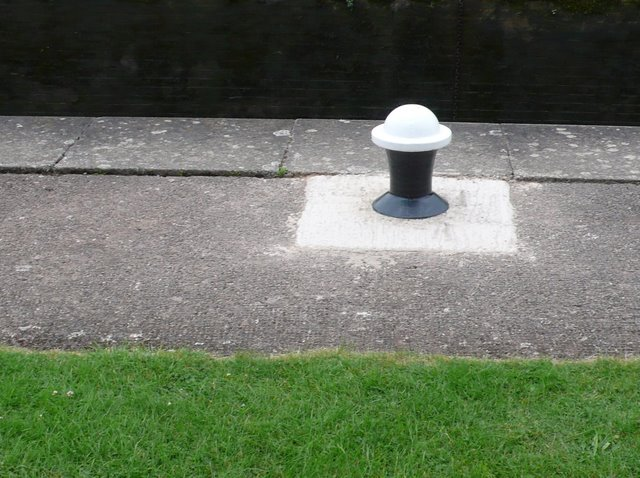 Mooring bollard, Lock 38, Grand Union Canal