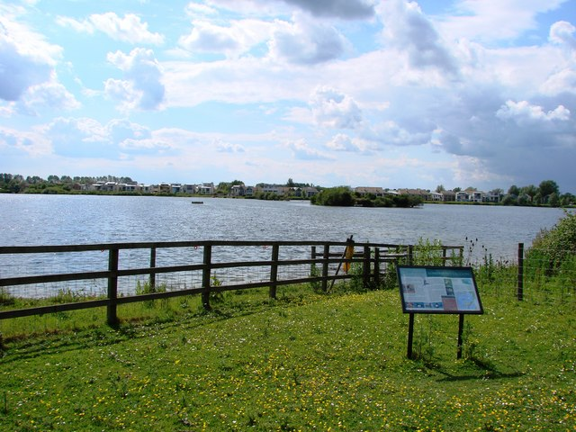 Costa del Somerford Lagoon