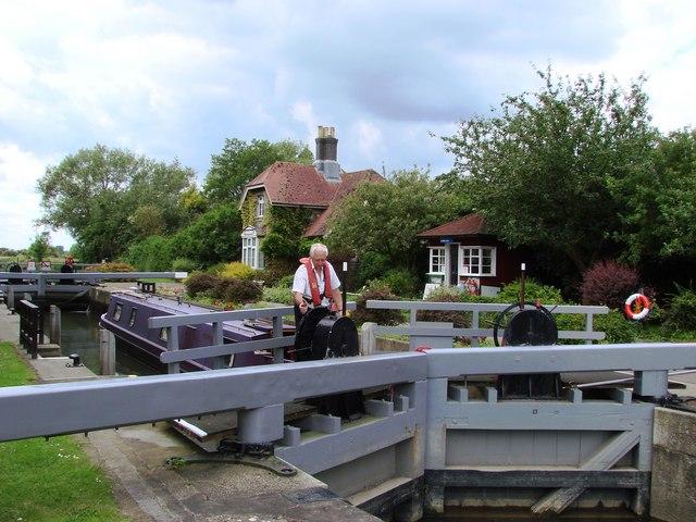 Precious work on the Thames: Grafton Lock
