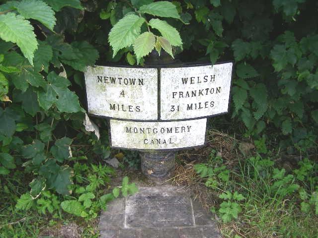 Montgomery Canal-side milepost, Brynderwen