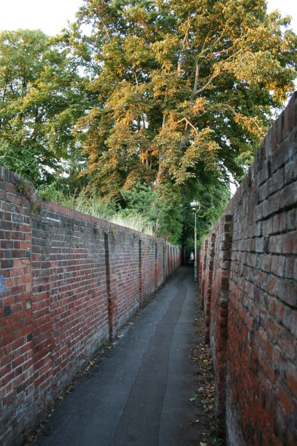 Grove Road to Church Road alleyway