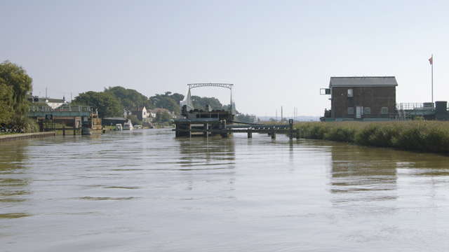 Reedham Swing Bridge - open