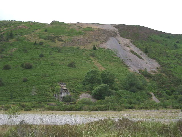 Disused mine near Blaen-y-ddol