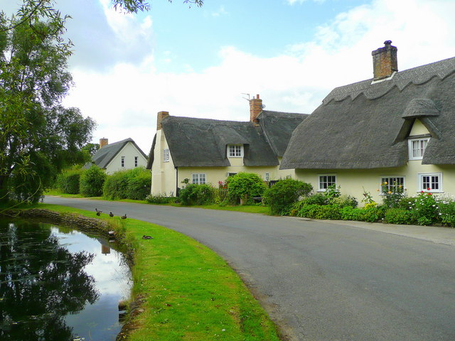 Thatched cottages in Wennington