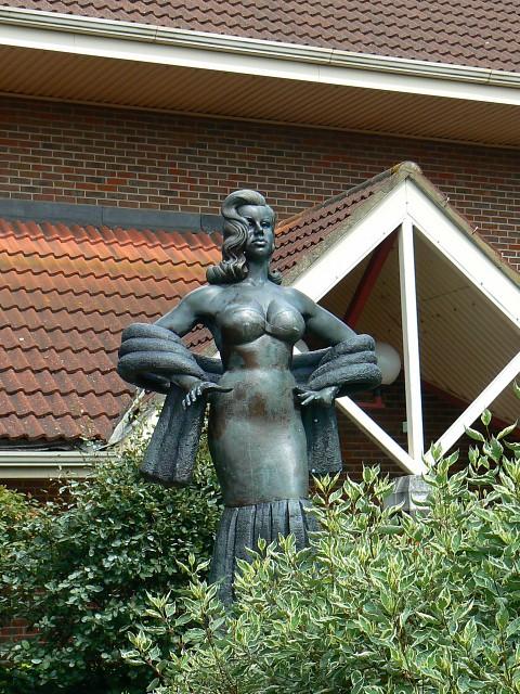 Diana Dors statue, Shaw Ridge Leisure Park, Swindon