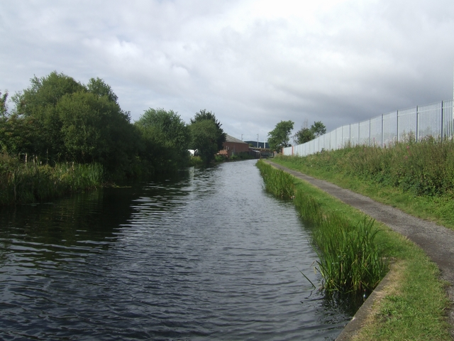 Wyrley & Essington Canal - Approaching Heath Town