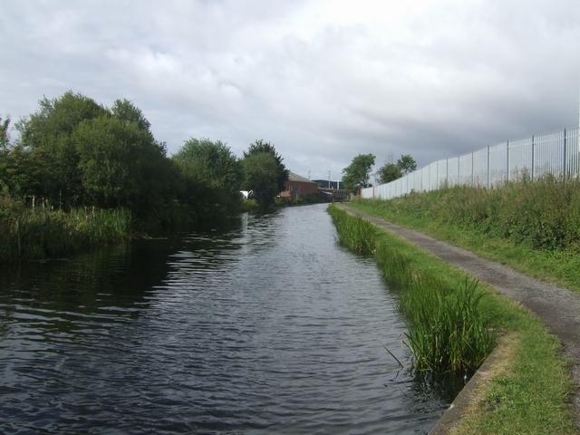 Wyrley & Essington Canal - Approaching Heath Town