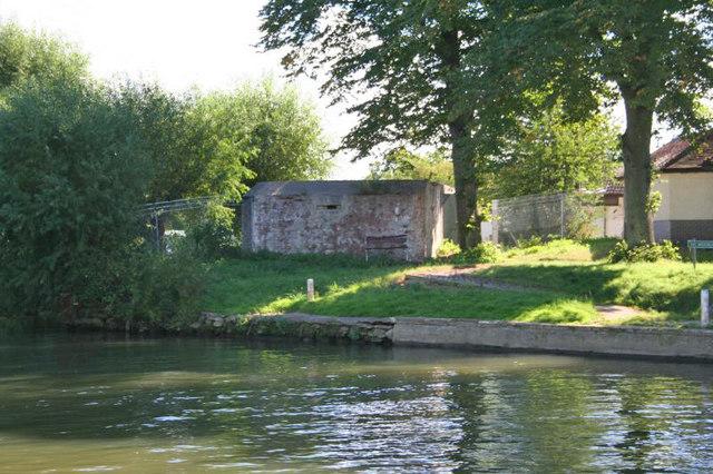 Pillbox By The Pool Bill Nicholls Cc By Sa 2 0 Geograph Britain And Ireland