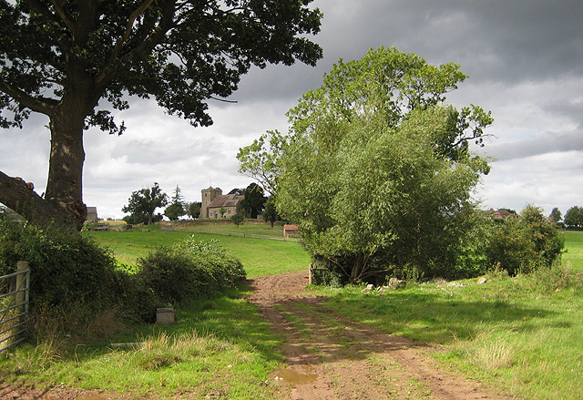 Approaching the church at Pauntley