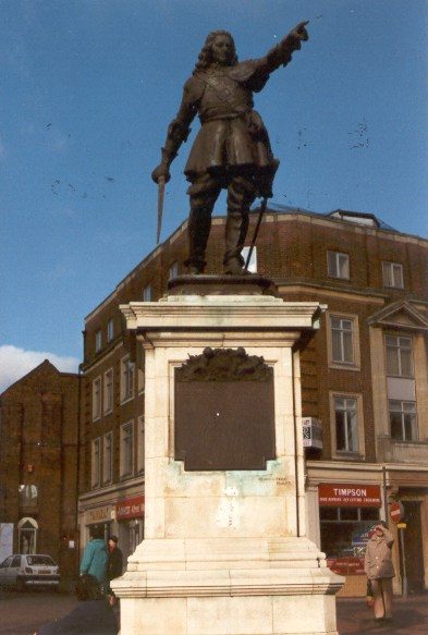 John Hampden�s statue in Market Square