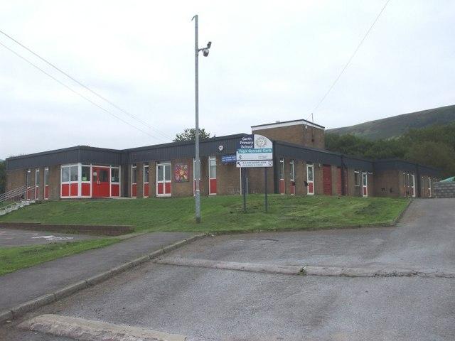 garth primary school  u00a9 john lord cc 2 0    geograph
