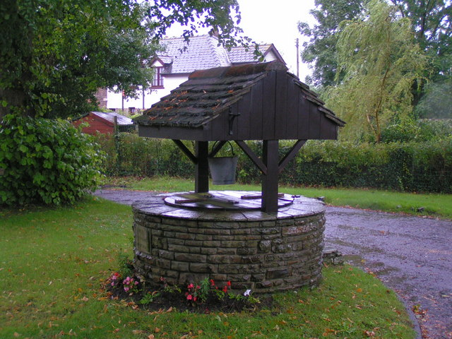 Village well in Treddunock