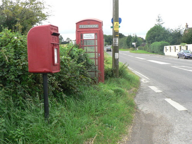 Cashmoor: postbox № DT11 77 and phone box