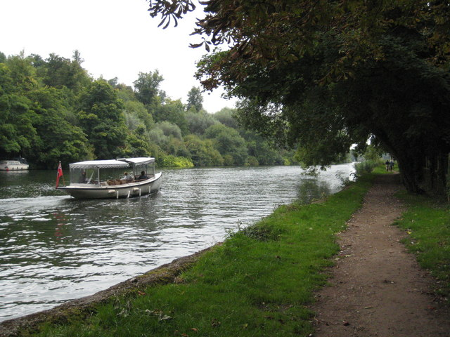The Thames Path near Maidenhead Court
