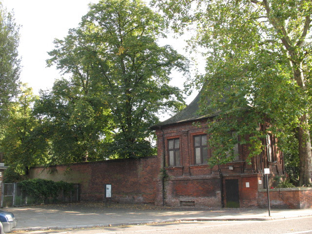 Listed toilet block, Charlton House