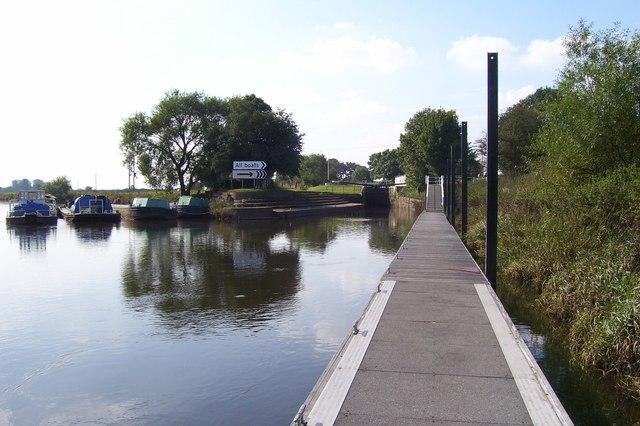 Landing Stage, Cranfleet Lock