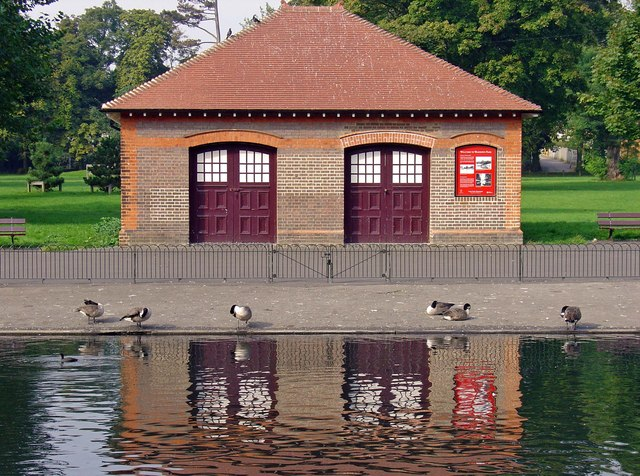 Boat house: Wardown Park, Luton