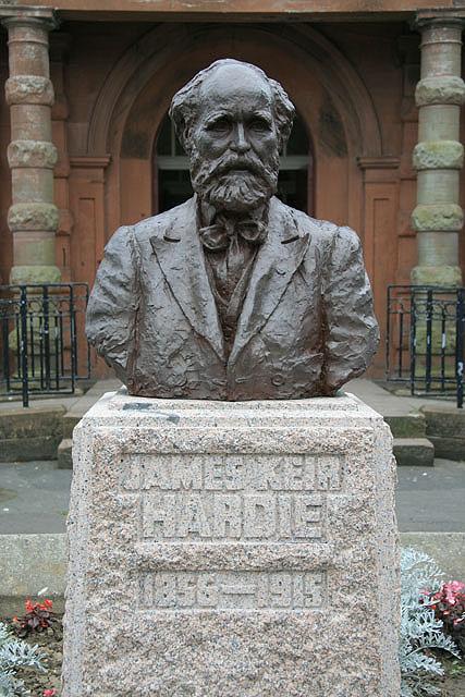 The James Keir Hardie Bust 169 Walter Baxter Geograph