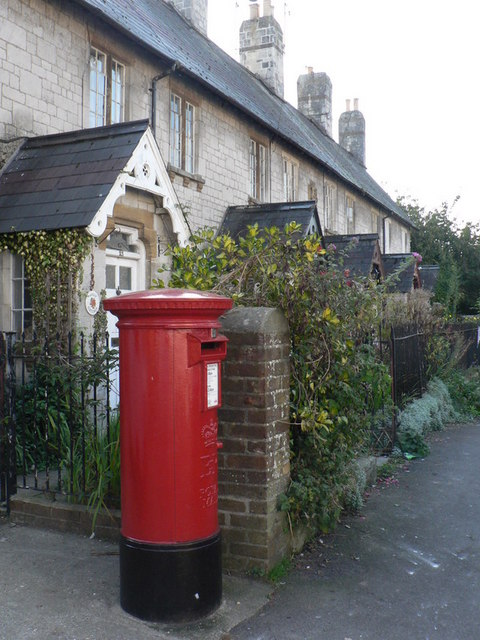 Puddletown: postbox № DT2 95, High Street