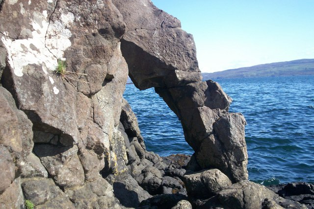 Small arch at Scorrybreac, Portree