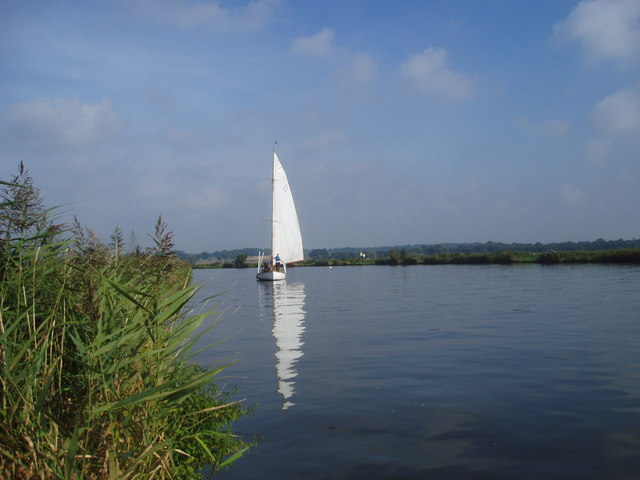 Yacht approaching Beauchamp Arms on River Yare
