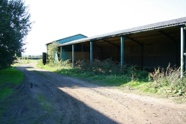 Unused farm store near Hinxton