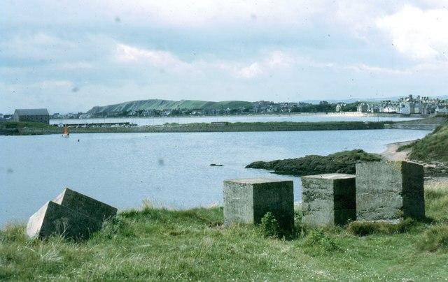 Old coastal defences at Elie Ness