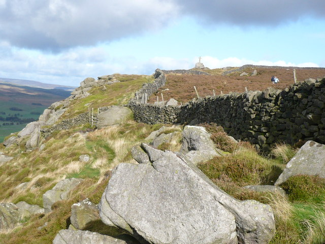 Footpath up to Rylstone Cross