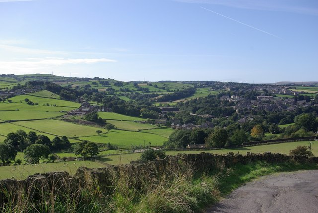 Looking from Mucky Lane into the valley of Holywell Green.