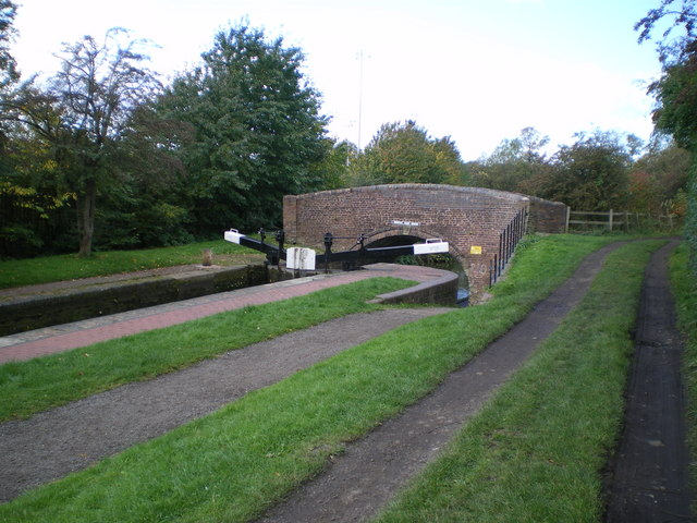 Lock 19 and Dunstall Park Bridge