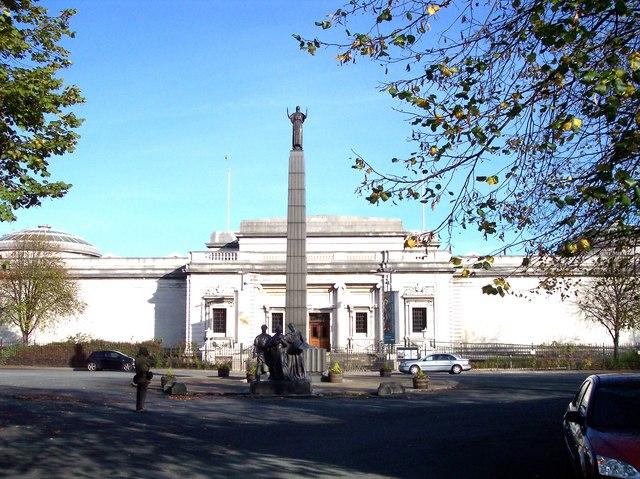 Memorial in front of Lever Art Gallery