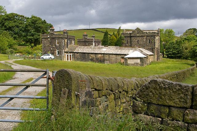 Model farm to Dobroyd Castle
