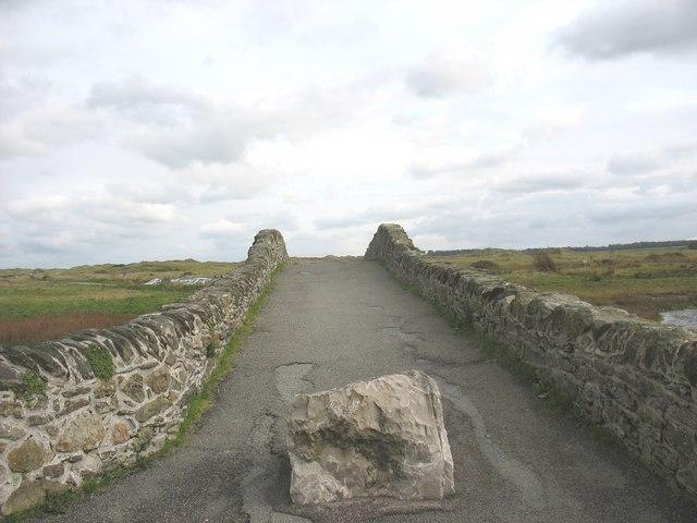View eastwards across the single span Hen Bont Aberffraw